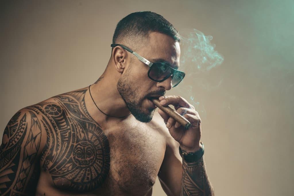التدخين للاعبي كمال الاجسام