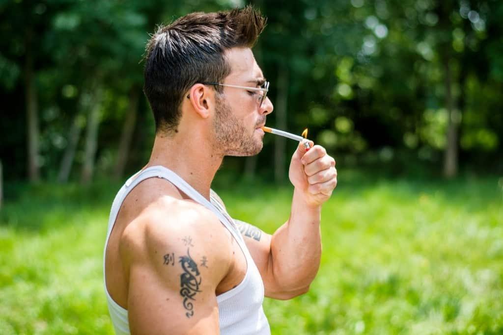 التدخين للاعبي كمال الأجسام